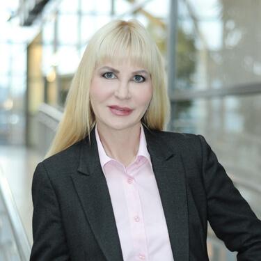 Emma Köpnick ist ausgebildeter Personal Coach und Hypnose-Master. Erfahrene Therapeutin für Stressmanagement, Krisenintervention, Mobbing, Erfolgsmanagement, Stressmanagement